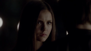 Elena siendo liberada por Damon