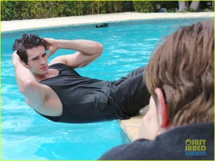 steven-r-mcqueen-jj-spotlight-behind-the-scenes-05